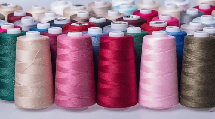 Как заправить нитки в оверлок: правила и схемы